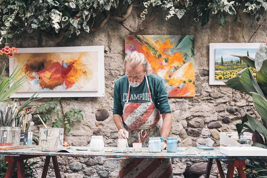 pittore a lavoro